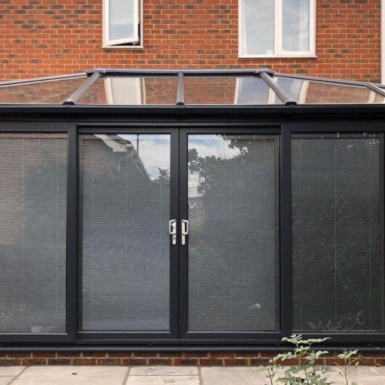 Bi-folding with skylight